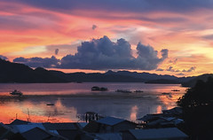 Painted Sunsets (_Hadock_) Tags: sunset coron palawan busuanga island puesta de sol sunsets iphone reflection reflex mirror espejo agua nube cloud cloudy sunrise filipinas filipnes philipines islands islas creative commons fullhd fondo pantalla screensvaer desktop high resolution