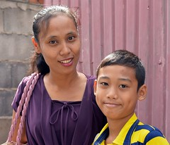 mother and son (the foreign photographer - ฝรั่งถ่) Tags: mother son khlong thanon portraits bangkhen bangkok thailand nikon d3200