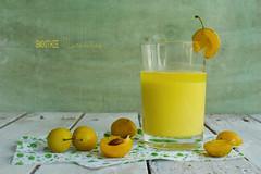 mirabelles (Chocolatine photos) Tags: fruits smoothie jaune photo photographesamateursdumonde pdc pastel makemesmile minimaliste flickr nikon vert stilllife