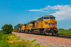 UP 6555 East at Carroll (Troy A. Snead) Tags: unionpacific intermodaltrains aerowedge carrollia farmland uptranscon boonesubdivision