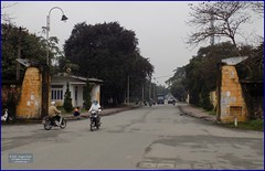 Vietnam, Hue City Beware 20180212_155822 DSCN3139 (CanadaGood) Tags: asia asean seasia vietnam vietnamese hue sign tree traffic people person canadagood 2018 thisdecade color colour