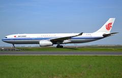 B-5978 Airbus A330-343 c/n 1673 Air China CDG/LFPG 2018-04-21, taxiway Bravo-Loop. (alaindurandpatrick) Tags: b5978 cn1673 a330 a333 a330300 airbus airbusa330 airbusa330300 jetliners airliners ca cca airchina airlines cdg lfpg parisroissycdg airports aviationphotography