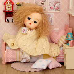 Mom, I want to stay in bed, so cold out there... (Passion for Blythe) Tags: bed cold secretdoll secretdollmong bjd tiny cute blond bedroom