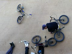 confab (Mr Ian Lamb 2) Tags: whitleybay northtyneside bmx friends talking cycles people street confab conflab chat chatting