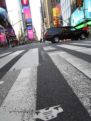 Short Stikman White Robot Tile Tmes Square NYC 7069 (Brechtbug) Tags: a return stikensian era white robot tile stikman broadway times square nyc street art graffiti tag tagging stencil cut out toynbee stickman asphalt figurative school flat action figures new york city 08102018 cross walk smoke 2018 stik man men curious streets summer heat august