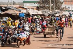 Korhogo morning (10b travelling / Carsten ten Brink) Tags: 10btravelling 2018 africa africaine african afrika afrique carstentenbrink cotedivoire elfenbeinkueste iptcbasic ivorian ivorycoast korhogo senoufo senufo westafrica africain cmtb ivoirien ivoirienne marche market north tenbrink