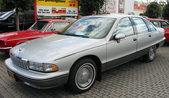 Caprice (Schwanzus_Longus) Tags: oldenburg german germany big bumper meet us usa america american modern car vehicle sedan saloon chevy chevrolet caprice