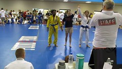Winner / Vitória! (BLLLCCC) Tags: bjj jiujitsu esporte sports fight lutas winner victory vitória martialarts female feminino gi kimono mat tatame women referee barefoot descalça feet pés