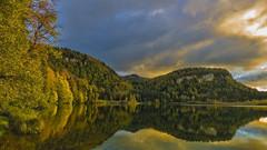 A la faveur de l'automne.. (Fred&rique) Tags: lumixfz1000 photoshop raw automne lac jura bonlieu reflets forêt arbres eau couleurs nature paysage campagne ciel nuances nuages soir