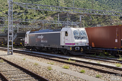 253-055 (Escursso) Tags: 253 253055 adif electirc mercancias portbou renfe traxx locomotive railway station train tren