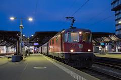 SBB Re 4/4 420 143 Zurich Hbf (daveymills37886) Tags: sbb re 44 420 143 zurich hbf baureihe 11143 hauptbahnhof