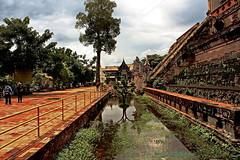 "Chiang Mai Temples. (ol'pete) Tags: พุทธกาลนิชน buddhist เชียงใหม่ chiangmai ประเทศไทย thailand เมืองไทย temple วัด wat วัดเจดีย์หลวง ""watchediluang"" วัดพระสิงห์ ""watphrasingh"" ""canoneos350d"" ""efs1855mm"" earthasia"
