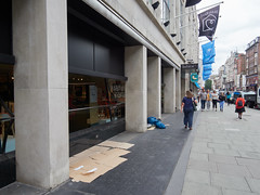 Tottenham Court Road. 20180815T12-11-34Z (fitzrovialitter) Tags: peterfoster fitzrovialitter city camden westminster streets rubbish litter dumping flytipping trash garbage urban street environment london fitzrovia streetphotography documentary authenticstreet reportage photojournalism editorial captureone olympusem1markii mzuiko 1240mmpro microfourthirds mft m43 μ43 μft geotagged oitrack exiftool
