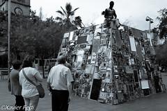 Tecnología (xavierfotoxt2) Tags: personas tecnologia escultura cielo