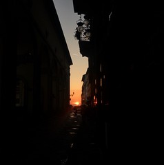 The sunset playing hide and seek (marta.monnetti) Tags: hotweather hot street apple untergang lights light windows window violet orange life lookingforthesunset escape views view tags tag iphone6s iphone mycity sunshine sun smile enjoy tramonto takephotos photos photo laugh live absolutelyloveit sunset love italia italy firenze toscana tuscany oldtown citycentre city florence