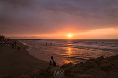 Sunset beholders (Mariano Colombotto) Tags: bocagrande cartagena cartagenadeindias colombia sunset atardecer sun sol beach playa travel summer people sand sea mar arena sky cielo clouds nubes reflection relax ngc nikon photographer photography