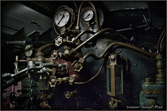 Motorzimmer... (SHADOWY HEAVEN Aya) Tags: 09081670a0080 北海道 日本 ファインダー越しの私の世界 写真好きな人と繋がりたい 写真撮ってる人と繋がりたい 写真の奏でる私の世界 coregraphy japan hokkaido tokyocameraclub igers igersjp phosjapan picsjp locomotive機関車 dark