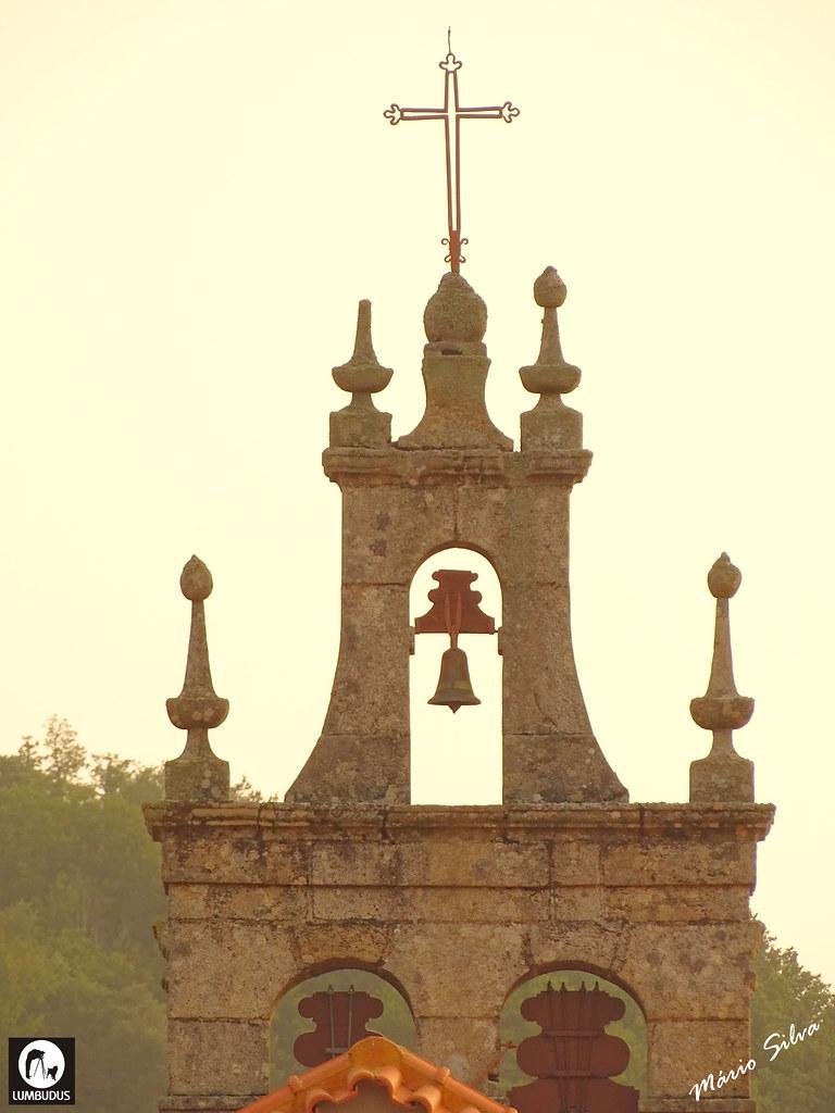 Águas Frias (Chaves) - ... pormenor da torre sineira da igreja matriz ...