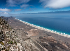 Where the sky meets the sea (Kadu Flyer) Tags: volcano picodelazarza fuerteventura spain mountain climb jandia sonyrx100m4 hike canaryislands
