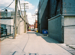 080500-R1-001-00 (elsuperbob) Tags: detroit michigan easternmarket emptyspaces olympusxa kodak ultramax400 kodakultramax400 alleys
