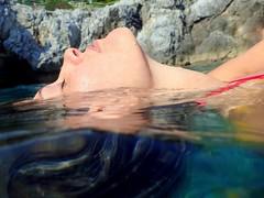 Breathing... (Valentina Underwater) Tags: ritratto donna acqua mare water sea woman