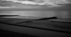 Zomeravond in Zoutelande (rob20) Tags: zoutelande zee sea strand beach bw zwart wit black white