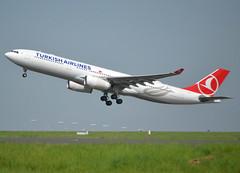 TC-LOG, Airbus A330-343, c/n 1651, Turkish Airlines (Türk Hava Yollari), CDG/LFPG 2018-04-22, off runway 27L. (alaindurandpatrick) Tags: tclog cn1651 a330 a333 a330300 airbus airbusa330 airbusa330300 jetliners airliners tk thy turkish turkishairlines türkhavayollari airlines cdg lfpg parisroissycdg airports aviationphotography