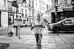 DSCF7178 (::nicolas ferrand simonnot::) Tags: fujinon xf 35 mm f14 r paris   2017 people wide angle lens black white blackandwhite street photography streetphotography noir et blanc monochrome bokeh candid portrait depth field dof darkness personnes route panneau