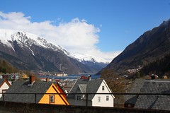 Odda - Norway (bemorenaturalbymjia) Tags: norway norvege oslo bergen nittedal travel voyage vacances photography nature town mountains montagne neige snow sun canoneos1000d 1000d canon