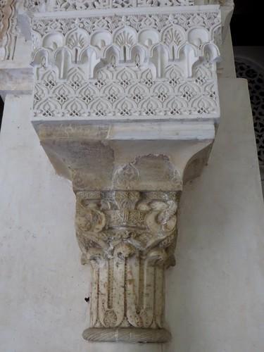 Chapiteau, médersa Attarine (début XIVe siècle), Talaa Kbira, médina de Fès el Bali, Fès, Maroc.
