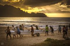 Hanalei Sunset 7 (lycheng99) Tags: hanalei hanaleibay beach sunset sunrays sunray rays people boat waves water ocean mountains clouds sky kauai hawaii dusk golden coast group