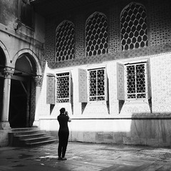 topkapi palace (eb78) Tags: bw blackandwhite monochrome greyscale grayscale iphone iphoneography hipstamatic middleeast travelphotography istanbul turkey topkapipalace streetphotography