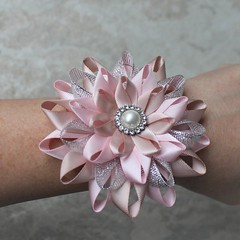 Keepsake wrist corsages for your bridesmaids! https://t.co/3AYMDPGeas #etsy #wedding #bride #weddings #bridesmaid #partyplanning https://t.co/BBRWSy7315 (petalperceptions.etsy.com) Tags: etsy gift shop fashion jewelry cute
