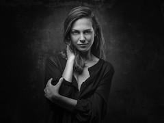 Chloé (Pierre Beteille) Tags: portrait model modèle beauty beauté regard look studio toulouse noiretblanc blackandwhite
