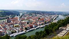 Passau (rudi_valtiner) Tags: passau bayern bavaria deutschland germany fluss river inn donau danube stadt town überblick overview landschaft landscape schiff ship boot boat gebäude building häuser houses ie