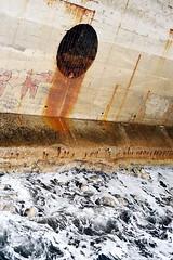 le secret des eaux bleues (asketoner) Tags: hole city sea égoûts traces waves écume wall concrete water marseille france