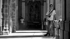 Na espera do melhor click (ROBERTO FANTINEL) Tags: amigo summer 2018 braga portugal street leica dlux type 109 bw