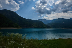 Lago di Sauris (paolo-p) Tags: montagna mountain nuvole clouds acqua water laghi lakes riflessi reflections lamaina sauris lagodisauris