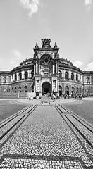 Dresden Semperoper b&w 1 (rainerneumann831) Tags: dresden theaterplatz semperoper bw blackwhite blackandwhite gebäude architektur ©rainerneumann