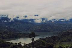 La mitad de la belleza depende del paisaje, la otra mitad depende de quien lo mira... #vida #ubala #Colombia #paisaje (yessicaalejandra020) Tags: ubala vida paisaje colombia