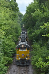 Through the valley (Robby Gragg) Tags: up gp402 5245 cherryvalley