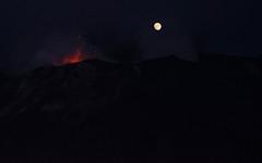 Struògnoli - Iddu - Stromboli (Angelo Petrozza) Tags: struògnoli iddu stromboli sciara moon luna sicilia sicily nigth notte fuoco fire angelopetrozza pentaxk70 55300 ed