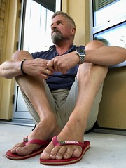 Feets in classic red Havaianas. (silvpix) Tags: shorts mann guy man barfus füse thongs flipflops feet feets