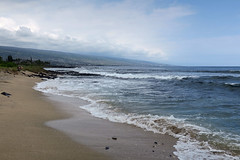 Old Airport Beach (BarryFackler) Tags: beach shore seashore coast surf waves ocean sea pacificocean horizon sand foam kona hawaii polynesia 2018 outdoor marine littoral paradise coastline seaside tropical barryfackler pacific oldairportbeachpark beachpark kailuakona konacoast northkona barronfackler park hawaiiisland hawaiicounty scenery scene landscape vog sky town mountainside konavillage lavarock
