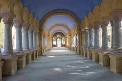 Al final del pasaje (Txulalai) Tags: arquitectura galeria columnas sony sonyilce6000 sonya6000 sonyalpha6000