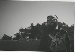 008.jpg (Tai Moura) Tags: film filme konica vx400 preto branco black white expired vencido olympustrip100r lomo lomography lomografia