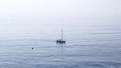 El pescador de la sombrilla - EXPLORE  August 5th, 2018 (Micheo) Tags: granada spain mediterraneansea mediterráneo reto tamaño size velero bote barcquita barca barco ship boat sailing azul blue agua mar explore ok best pequeño small comparison big grande large contraste