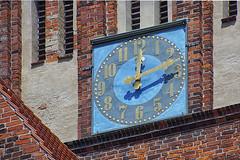 Kirchenuhr (ingrid eulenfan) Tags: rügen bergen mecklenburgvorpommern kirche stmarienkirche uhr kirchenuhr churchclock