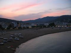 Tramonto a Tossa de Mar (Eli.b.) Tags: tramonto ciel sky sunset spagna water cielo spain mare baia acqua eau barche mer