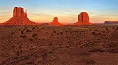 Sunset in Monument Valley - 5 (William Horton Photography) Tags: arizona eastmitten fourcorners merrickbutte mittenbuttes monumentvalley monumentvalleynavajotribalpark navajo utah westmitten afternoon evening geology horizontal landscape movielocation redrock sandstone sunset